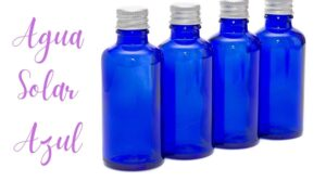 agua solar en botella azul hoponopono